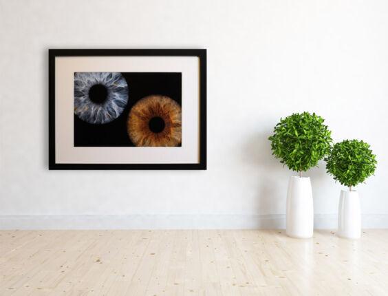 irisfotografie-wohnzimmer-doppel-rahmen-mit-passepartout-ohne-namen
